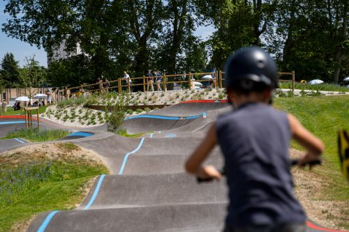 enfant sur pumptrack bikesolutions